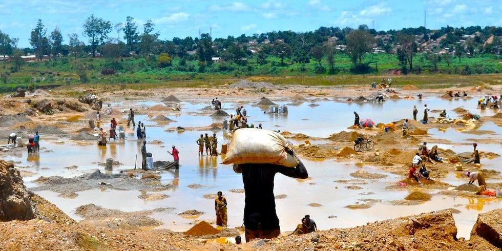Denunciati i giganti della tecnologia per sfruttamento minorile nelle miniere di cobalto in Congo